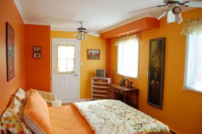 Желтые тона в спальне