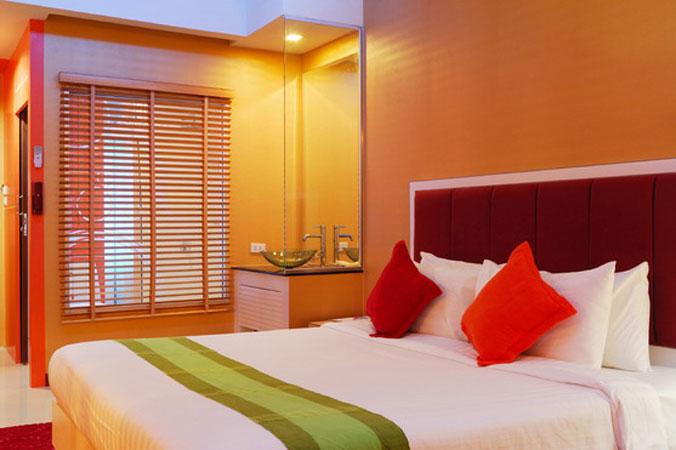 Спальня с красными отенками