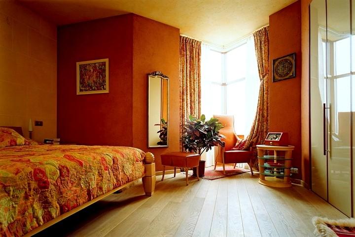 комната в терракотовых тонах фото